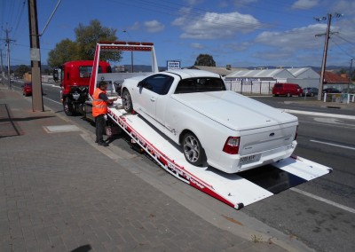 A tradesman's UTE being picked up in country South Australia to be towed to Adelaide